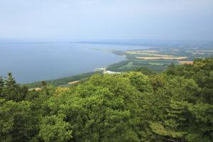 "<a href=""https://eastern-hokkaido-style.jp/archives/saromakotenboudai/"">サロマ湖展望台</a>"